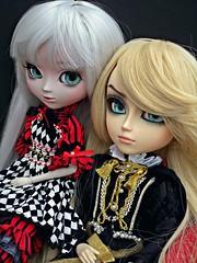 Twins? (♪Bell♫) Tags: taeyang albireo pullip optical alice battler garth weiss isabella carolina custom eyechips doll groove