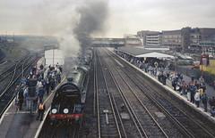 S15 828 & 34027 Taw Valley at Eastleigh, 26 Sep 1993 (Ian D Nolan) Tags: railtour railway 35mm xa2 epsonperfectionv750scanner station eastleighstation s15 sr lswr 828 bb tawvalley 34027