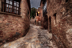 Calle arriba (candi...) Tags: calle pueblo mura casas ventanas fachadas airelibre sonya77 farol arquitectura
