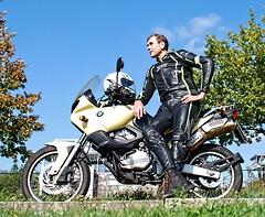 F 650 (driver Photographer) Tags: 摩托车,皮革,川崎,雅马哈,杜卡迪,本田,艾普瑞利亚,铃木, オートバイ、革、川崎、ヤマハ、ドゥカティ、ホンダ、アプリリア、スズキ、 aprilia cagiva honda kawasaki husqvarna ktm simson suzuki yamaha ducati daytona buell motoguzzi triumph bmv driver motorcycle leathers dainese