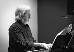 Bill Henderson (1 of 1) (HoupminFoto) Tags: musician music keyboard piano pianist jazz club night live henderson