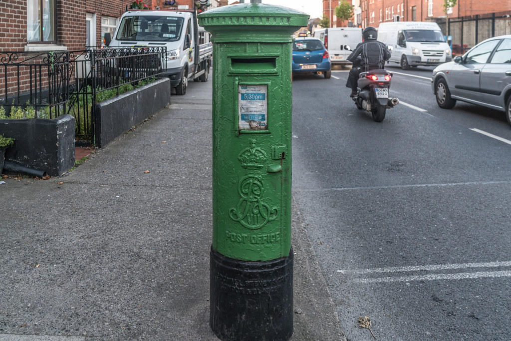 OLD BRITISH PILLAR STYLE POST BOX [PAINTED GREEN BECAUSE IT IS IN PHIBSBORO]-133283