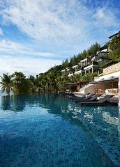 Infinity-edge pool at Conrad Koh Samui - Vertical