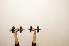 Raise The Bar (CoolMcFlash) Tags: wall negativespace copyspace bar strong woman female muscle fujifilm xt2 white raisethebar flickrfriday wand hanteln stark frau muskel fotografie photography barbell xf 1024mm f4 r ois hand arme arms