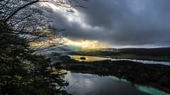 L'île aux reflets d'or (Fred&rique) Tags: lumixfz1000 photoshop hdr jura lac île automne paysage nature crépuscule orage pluie nuages reflets ciel couleurs forêt arbres eau