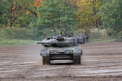 Leopard 2 A7  /  German Armed Forces (Combat-Camera-Europe) Tags: bundeswehr heer armee army militär military exercise exercises mbt kpz leopard leopard2 leopard2a7 a7 kampfpanzerleopard2a7 kampfpanzer mainbatletank kmweg rheinmetall pantertruppe panzertruppen panzertruppe panzer nato otan munster bergen exerciserange