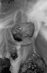 Eau vive en abstraction n°1 (Franck H) Tags: leica leitz m3 summarit 50mm kodak d76 trix 13 21° 400320asa analog analogue argentique blackwhite bw noirblanc schwarzweis