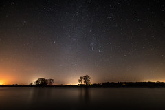 Wintersternhimmel Elbe (PhotoChampions) Tags: elbe sternbilder winter herbst sterne nacht astronomie astrofotografie sky constellations stars starrynight autumn river nightshot orion samyang 14mm milkyway milchstrasse astrophotography