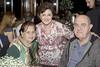 Festa aniversário (mônicanakiri) Tags: convidados amigos parentes festa aniversário pessoas taças mesas cadeiras toalhas madeira decoração bebidas retratos americana maquiagem