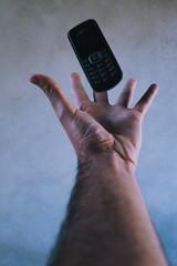 VITATE 2/3 (juliano.fchaves) Tags: canon eos rebel t3 58mm f2 zenit colors levitate urban focus foco levitar macro details detalhes 1100d styles estilos hands mãos air ar gray cinza
