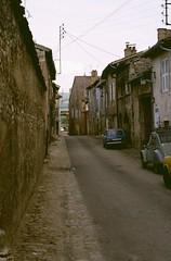 Cluny (Saône et Loire) (Cletus Awreetus) Tags: france bourgogne saôneetloire cluny maison ville rue voiture