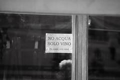 Solo vino! (mp.ricambi) Tags: divieto avviso cartello vetrina