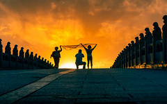Summer Palace (JohnNguyen0297 (busy - on/off)) Tags: summerpalace sunset watchingsunset a6000 massivepeople people johnnguyen0297 brightsun bridge beijing china summer silhouettes perspective
