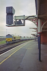 + Hoppers at Eastleigh, May 1994 (Ian D Nolan) Tags: 35mm epsonperfectionv750scanner railway eastleighstation class59 59103