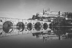 Béziers, France - Pont Vieux (Regan Gilder) Tags: pontvieux pont bridge water river reflection reflect france eu europe béziers languedocroussillon southoffrance canoneos5dmarkiii canon blackwhite bw stnazairecathedral cathedral