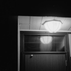 ql19_20171009_0006 (frenchvalve) Tags: light entrance canon canonet ql19 kodak 400tx film monochrome
