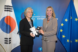 Federica Mogherini meets Minister of Foreign Affairs of the Republic of Korea Ms Kang Kyung-wha, October 2017