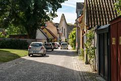 Street view, Visby, Gotland (Gösta Knochenhauer) Tags: nik panasonic lumix fz1000 dmcfz1000 visby gotland sverige sweden schweden suède svezia suecia p9120396nik p9120396 2017 august urban street view house building