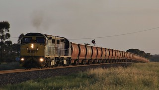 C506 and C504 lift 7964V loaded SSR grain from Nhill out of Horsham