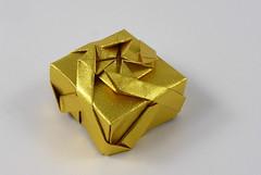 Her Majesty's Box (Michał Kosmulski) Tags: origami box tessellation queen royal bos50 michałkosmulski washipaper gold golden yellow