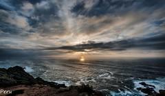 Puesta de sol (Perurena) Tags: puestadesol solpor sunset atardecer mar sea oceanoatlantico nubes clouds olas waves espuma rocas rocks cabovilano camariñas galicia