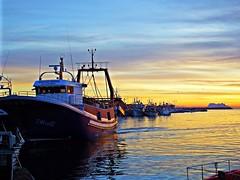 Atardecer en el puerto (Antonio Chacon) Tags: andalucia atardecer málaga españa estepona spain sunset marbella mediterráneo costadelsol cielo