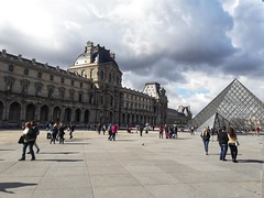 Louvre (smir_art) Tags: louvre paris museedulouvre streetphotography streetlive