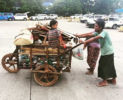 (Verte Ruelle) Tags: myanmar asia burma birma yangon ngwesaung ngapali naypyitaw rangoon azië streetlife streephotography southeastasia warm holiday vacation travelling traveller travel nice beautiful buddhism shwe gold tropical urlaub vakantie reizen trips trip