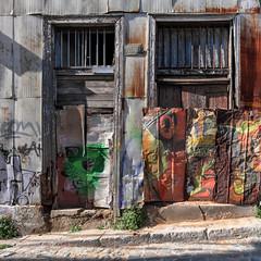 #Valparaiso 7088 as seen by #ArturoNahum (Arturo Nahum) Tags: valparaiso chile arturonahum travel viajes unescoworldheritagesite doors windows puertas ventanas uhd 4k graffiti wallart fachadas facades artwork streetart