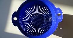 """Das Nudelsieb. Die Nudelsiebe. Mit einem Nudelsieb gießt man gekochte Nudeln ab. Das Wasser fließt ab und die Nudeln bleiben im Sieb. • <a style=""""font-size:0.8em;"""" href=""""http://www.flickr.com/photos/42554185@N00/37439277564/"""" target=""""_blank"""">View on Flickr</a>"""
