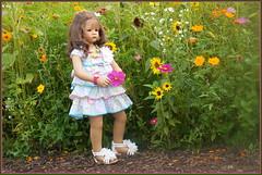 Blumenmädchen ... Milina ... (Kindergartenkinder) Tags: kindergartenkinder annette himstedt dolls milina grugapark essen gruga blumenwiese blume