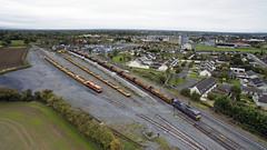 073 & 087 at Portarlington 06-Oct-17 (metrovick) Tags: irishrail iarnrodeireann ie071class 073 ie073 087 emd emdexportloco jt22cw hobstrain ballasttrain timbertrain freighttrain portarlington railroad railway railwaylaois drone