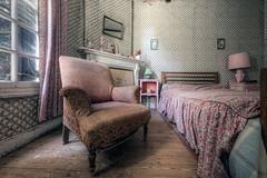 Lady's room (Michal Seidl) Tags: abbandonato abandoned abandoneé manoir manor villa forgotten france urbex hdr opuštěná vila dům lost canon infiltration exploration