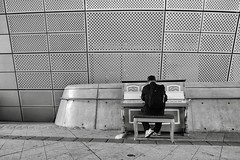 The pianist (Melvin Yue) Tags: korea southkorea fujifilm fuji xpro2 korean 한국 rok 서울 seoul gyeongbokgung changdeokgung dongdaemun myeongdong
