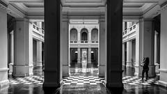 Museo de Arte Contemporaneo (Eugercios) Tags: bw blanco branco black white negro preto museo arte contemporaneo santiago chile photographer fotografo america sudamerica iberoamerica hispanoamerica woman girl