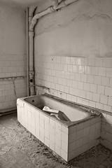 _MG_8339 (daniel.p.dezso) Tags: kiskunlacháza kiskunlacházi elhagyatott orosz szoviet laktanya abandoned russian soviet barrack urbex ruin bath military base militarybase
