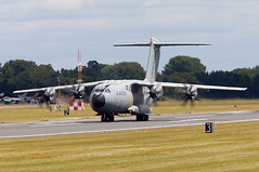 A400M (Bernie Condon) Tags: riat airtattoo tattoo ffd fairford raffairford airfield aircraft plane flying aviation display airshow uk 2017 military warplane airbus a400m airlift transport cargo tactical atlas airbustest grizzly