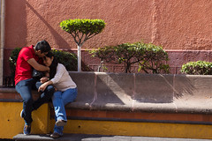 Lovers (klauslang99) Tags: streetphotography klauslang lovers queretaro people person wall
