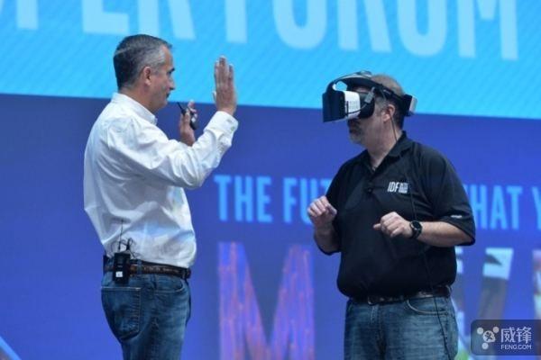 英特爾放棄開發VR頭盔:第三方公司不願採用其設計