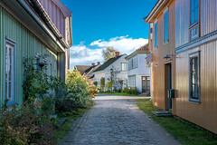 Suburban Tranquility (bjorbrei) Tags: street alley cobbled oldhouses oldbuildings woodenhouses tranquil calm vaterland fredrikstad norway