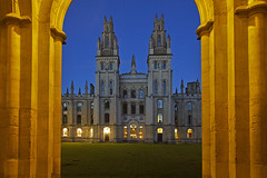 Studio notturno / Studying at night (Oxford, Oxfordshire, United Kingdom) (AndreaPucci) Tags: oxford oxfordshire allsouls college uk hawksmoor university andreapucci night