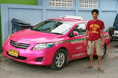 taxi driver with his car (the foreign photographer - ฝรั่งถ่) Tags: man taxi khlong thanon portraits bangkhen bangkok thailand canon