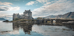 Eilean Donan (j_bypass) Tags: eilean donan eileandonan escocia scotland fujifilm fujistas fuji fujixt1 fujifilmxt1 fujinon1855 fujinon fujifilmx fujixlovers xt1 esfujifilmx castillo castle water reflections reflejos bridge puente sky cielo azul blue lake loch duich lago