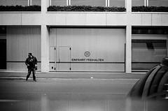 EINFAHRT FREIHALTEN (gato-gato-gato) Tags: 35mm ch contax contaxt2 iso400 ilford ls600 noritsu noritsuls600 schweiz strasse street streetphotographer streetphotography streettogs suisse svizzera switzerland t2 zueri zuerich zurigo z¸rich analog analogphotography believeinfilm film filmisnotdead filmphotography flickr gatogatogato gatogatogatoch homedeveloped pointandshoot streetphoto streetpic tobiasgaulkech wwwgatogatogatoch zürich black white schwarz weiss bw blanco negro monochrom monochrome blanc noir strase onthestreets mensch person human pedestrian fussgänger fusgänger passant sviss zwitserland isviçre zurich autofocus