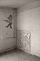 _MG_8325 (daniel.p.dezso) Tags: kiskunlacháza kiskunlacházi elhagyatott orosz szoviet laktanya abandoned russian soviet barrack urbex ruin wall drawing tale illustration military base militarybase