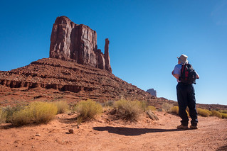 USA Holiday | Monument Valley | Dad looks at West Mitten