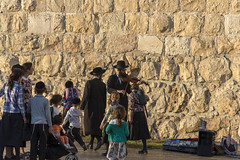 The fiddler (not) on the roof (Fil.ippo) Tags: fiddler violinist violinista jewish ebreo musica suonatore street jerusalem gerusalemme filippo filippobianchi strada stolen candid d610 nikon hebrew jew people gente persone human