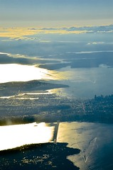 Approaching Seattle (hectic skeptic (Almost back)) Tags: iceland keyflavik seattle washington jet sky clouds smoke