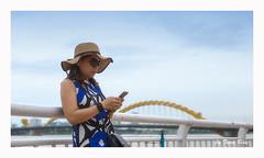 SHF_2813_Portrait (Tuan Râu) Tags: 1dmarkiii 14mm 100mm 135mm 1d 1dx 2470mm 2017 50mm 70200mm tuấnrâu2017 canon canon1d canoneos1dmarkiii canoneos1dx chândung portrait hat mũ kính glasses đànẵng sônghàn cầurồng điệnthoại phụnữ women vietnam tuanrau tuan râu httpswwwfacebookcomrautuan71