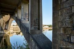 """Pas """"Sur le pont"""" ... mais """"sous"""" le pont ...! (domingo4640) Tags: pont ville gironde castillonlabataille e architecture sony loxia2821"""